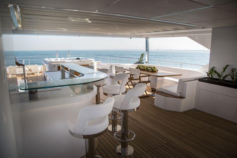 Drettmann Yachts - Gulf Craft's Majesty 140