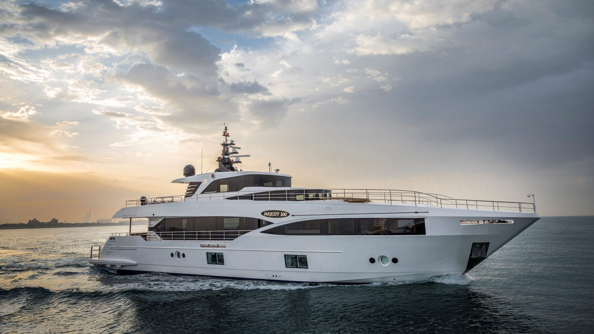 Majesty 100 - Majesty Superyachts by - Drettmann Yachts