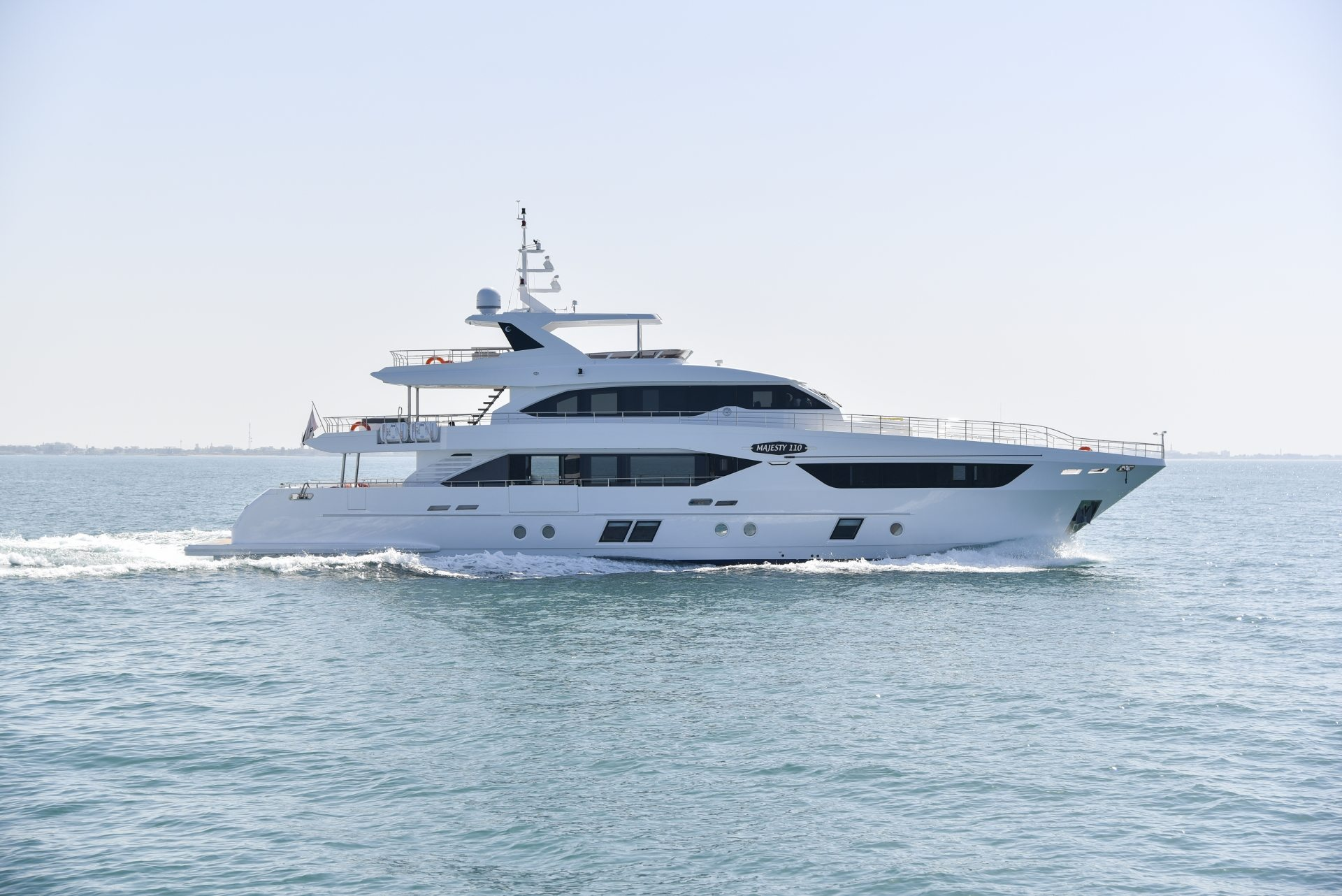 Majesty 110 - Majesty Superyachts by - Drettmann Yachts