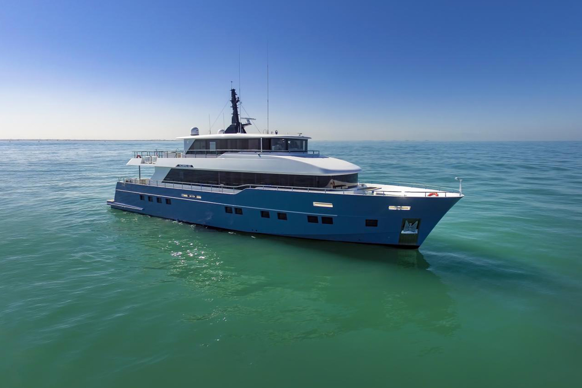 Nomad 95 SUV - Nomad Yachts by - Drettmann Yachts